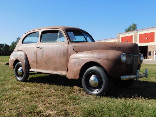 1941 Ford 2 DOOR SEDAN