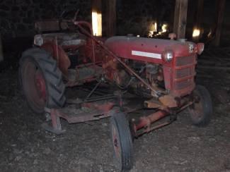 1947 International Farm Tractor    Mokena, Illinois   Classic Cars America LLC in Mokena Illinois