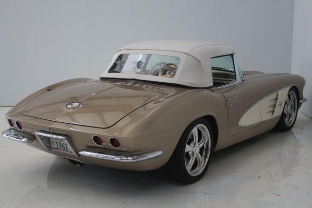 1961 Chevrolet CORVETTE Custom Restomod Houston, Texas 18