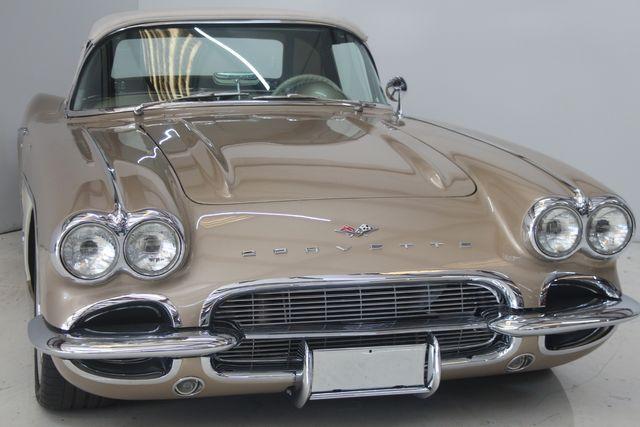 1961 Chevrolet CORVETTE Custom Restomod Houston, Texas 3