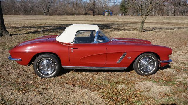 1962 Chevrolet CORVETTE ROADSTER Valley Park, Missouri 6