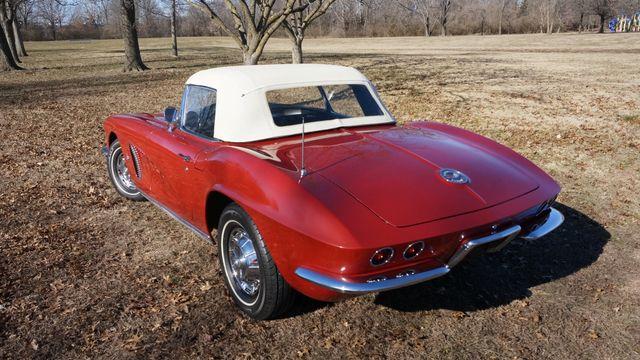 1962 Chevrolet CORVETTE ROADSTER Valley Park, Missouri 3