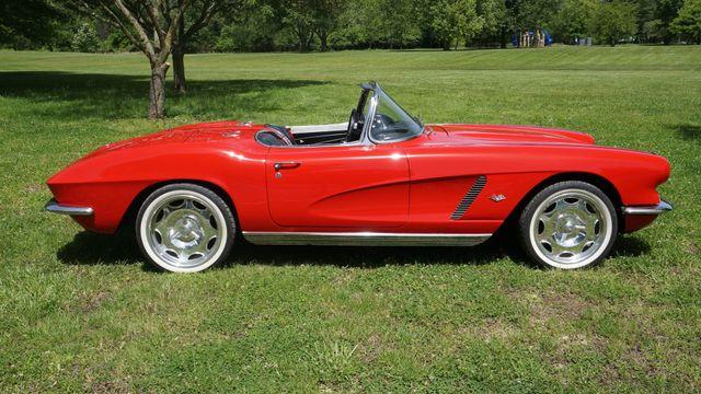 1962 Chevrolet CORVETTE ROADSTER Valley Park, Missouri 7