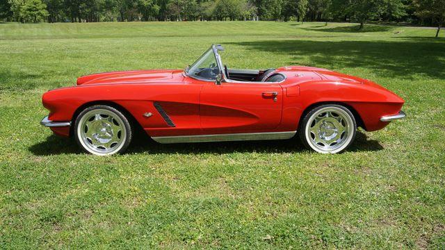 1962 Chevrolet CORVETTE ROADSTER Valley Park, Missouri 2