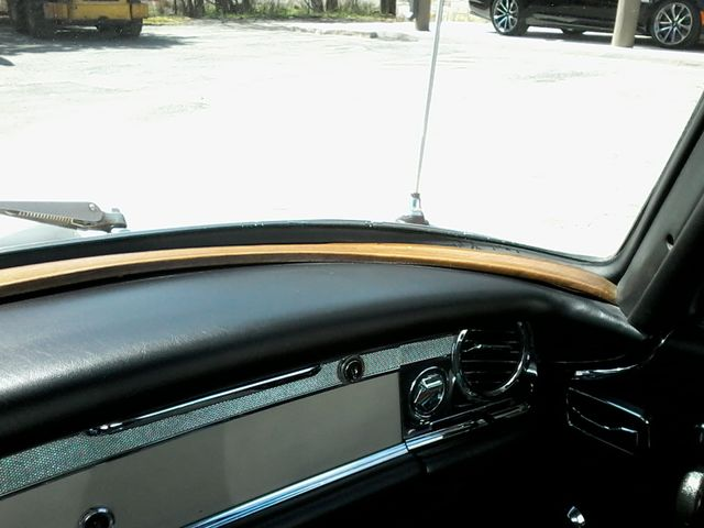 1969 Mercedes-Benz 280SL Roadster Boerne, Texas 36