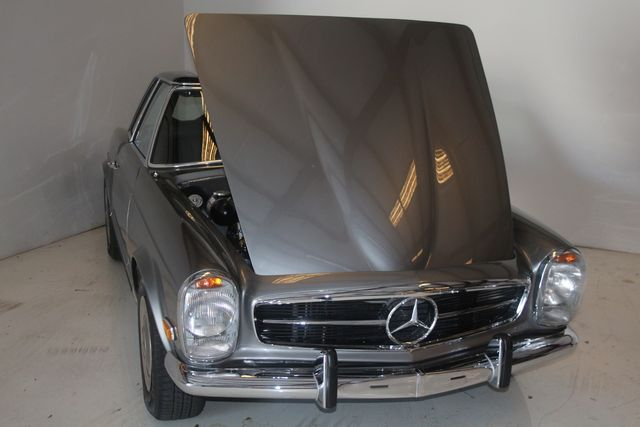 1970 Mercedes-Benz SL280 PAGODA Custom Restoration Houston, Texas 11
