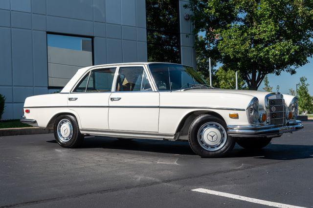 1971 Mercedes Benz 280SE sedan Chesterfield, Missouri 1
