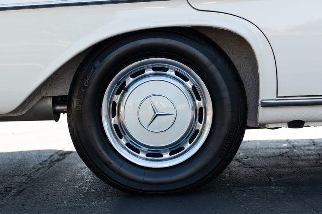 1971 Mercedes Benz 280SE sedan Chesterfield, Missouri 38