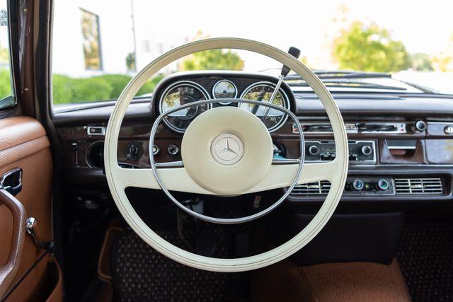 1971 Mercedes Benz 280SE sedan Chesterfield, Missouri 45