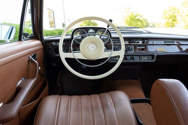 1971 Mercedes Benz 280SE sedan Chesterfield, Missouri 46