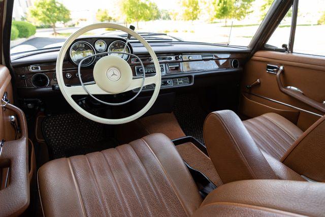 1971 Mercedes Benz 280SE sedan Chesterfield, Missouri 47