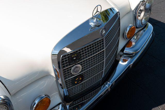 1971 Mercedes Benz 280SE sedan Chesterfield, Missouri 21