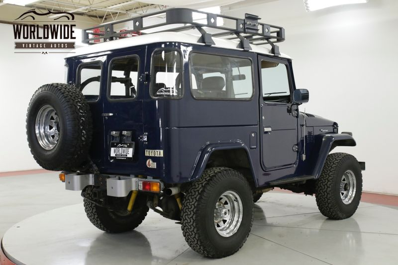 1976 Toyota LAND CRUISER FJ40  RESTORED 4x4 350 V8