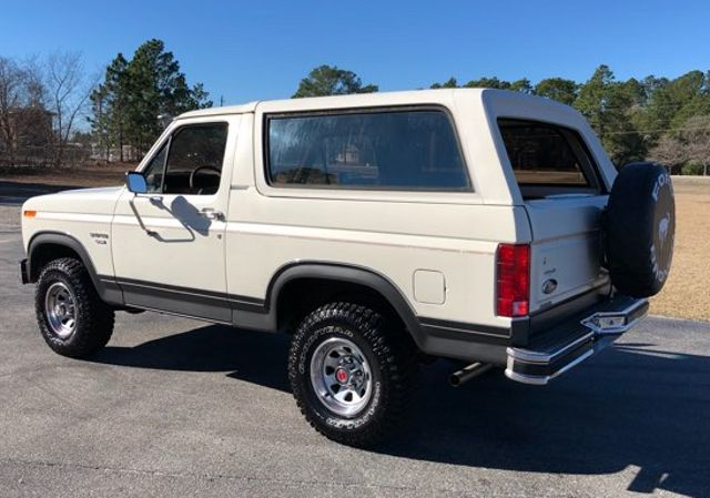 1986 Ford Bronco V8 4x4 in Hope Mills, NC 28348