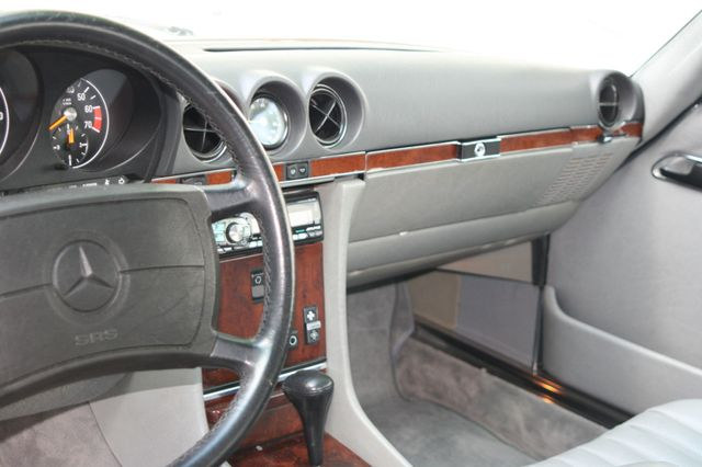 1986 Mercedes-Benz 560 Series 560SL Houston, Texas 13