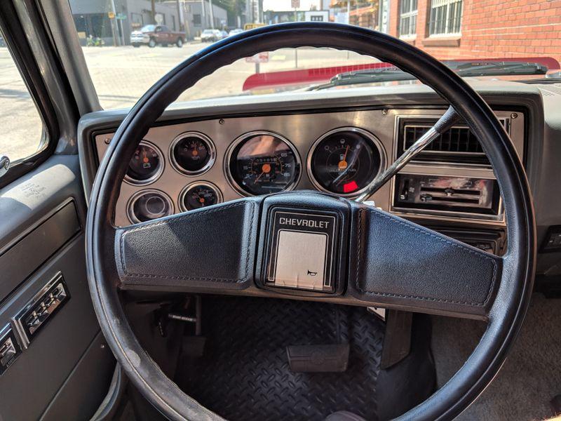 1988 Chevrolet Suburban 1500 4x4  Silverado 8 Passenger 105000 Original Miles NICE  city Washington  Complete Automotive  in Seattle, Washington