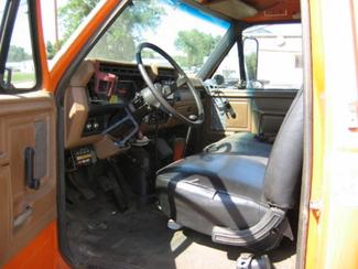 1989 Ford F700   Glendive MT  Glendive Sales Corp  in Glendive, MT