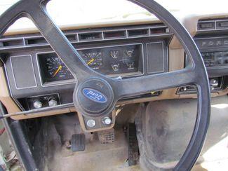1989 Ford F800   Glendive MT  Glendive Sales Corp  in Glendive, MT