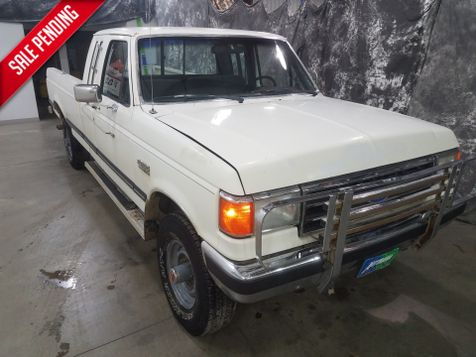 1990 Ford F-250 XLT Lariat  351 5 Spped in Dickinson, ND