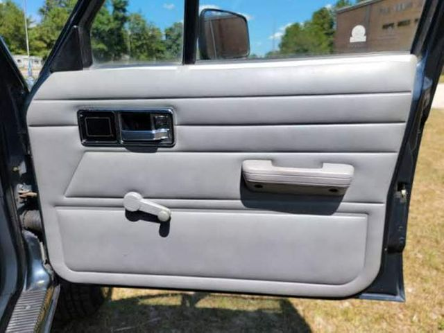 1990 Jeep Comanche SporTruck in Hope Mills, NC 28348