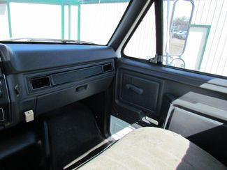 1992 Ford F700   Glendive MT  Glendive Sales Corp  in Glendive, MT