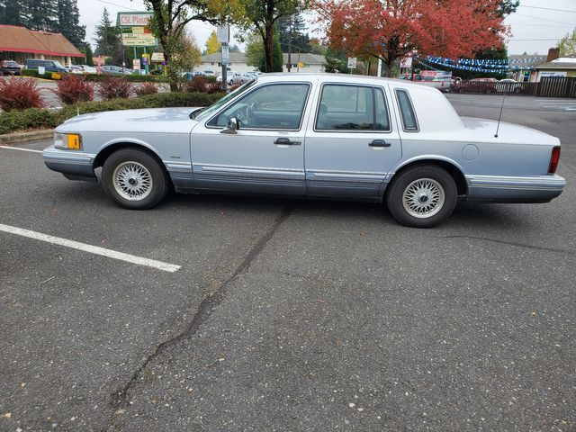 1993 Lincoln Town Car Signature in Portland, OR 97230