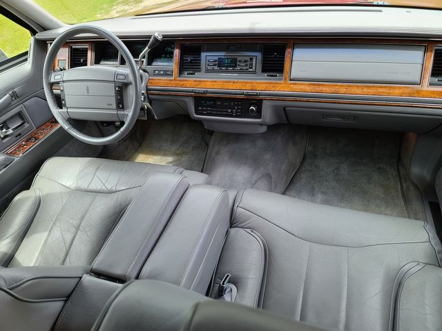 1994 Lincoln Town Car Signature in Hope Mills, NC 28348