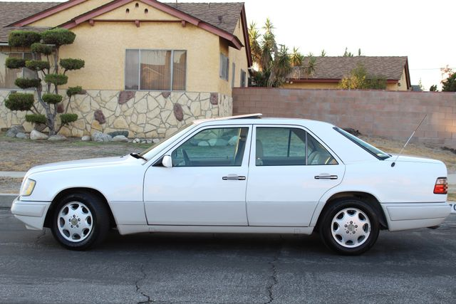 1994 Mercedes-Benz 300 Series E320 LEATHER XLNT CONDITION SERVICE RECORDS in Woodland Hills CA, 91367