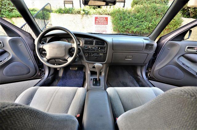 1994 Toyota Camry LE in Reseda, CA, CA 91335