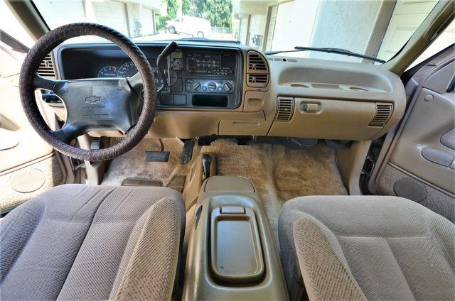 1995 Chevrolet Suburban in Reseda, CA, CA 91335