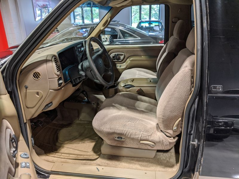 1995 Chevrolet Tahoe K1500  Lake Forest IL  Executive Motor Carz  in Lake Forest, IL
