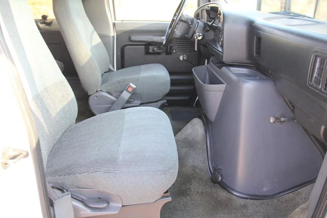 1995 Ford Club Wagon XL Santa Clarita, CA 13