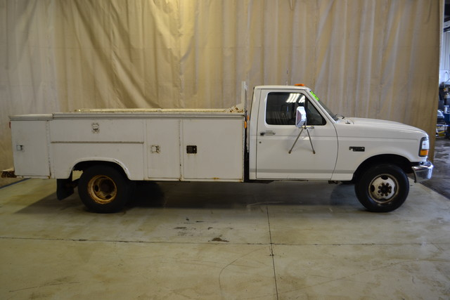 1995 Ford F-350 Chassis Cab Manual in Roscoe IL, 61073