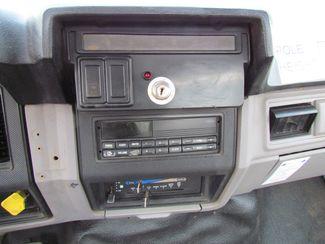 1995 Ford F800   Glendive MT  Glendive Sales Corp  in Glendive, MT