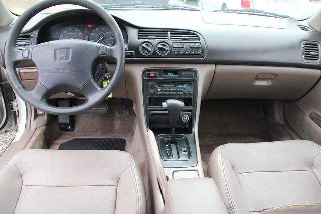 1995 Honda Accord Sdn EX w/Leather Santa Clarita, CA 7
