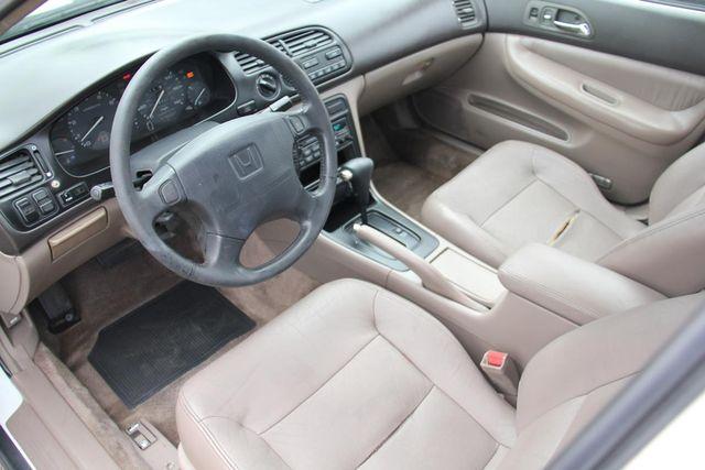 1995 Honda Accord Sdn EX w/Leather Santa Clarita, CA 8