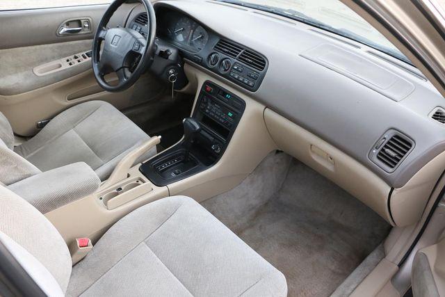 1995 Honda Accord Sdn EX Santa Clarita, CA 9