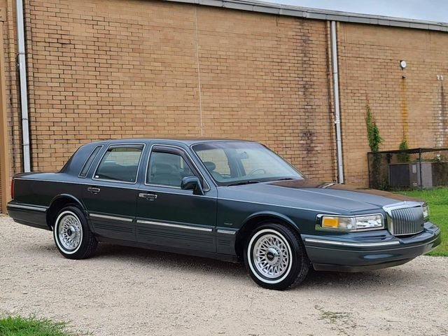 1995 Lincoln Town Car Executive in Hope Mills, NC 28348