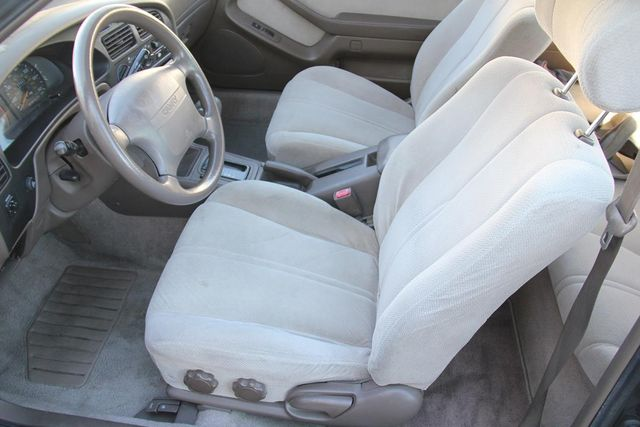 1995 Toyota Camry LE Santa Clarita, CA 12