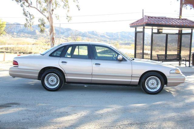 1996 Ford Crown Victoria LX Santa Clarita, CA 12