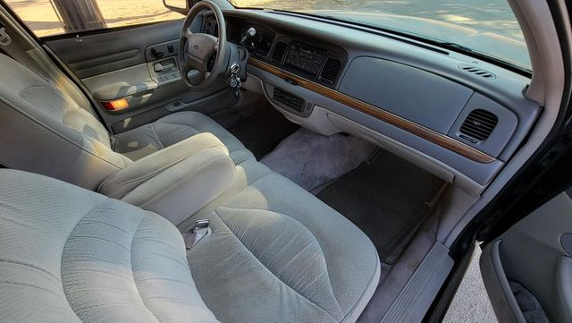 1996 Ford Crown Victoria LX Santa Clarita, CA 9