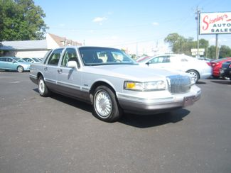 1997 Lincoln Town Car Signature Batesville, Mississippi 3