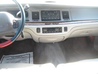 1997 Lincoln Town Car Signature Batesville, Mississippi 22