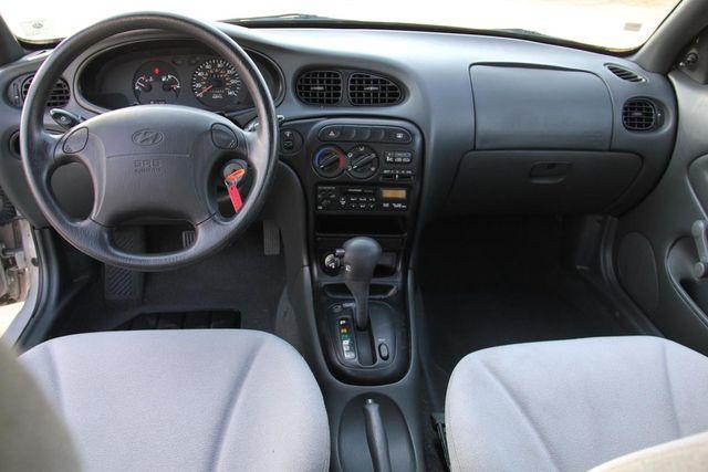 1998 Hyundai Elantra Santa Clarita, CA 7