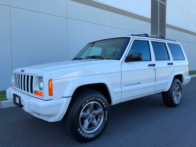 1998 Jeep Cherokee Classic XJ LOW MILES 4X4 ONE OF A KIND WOW