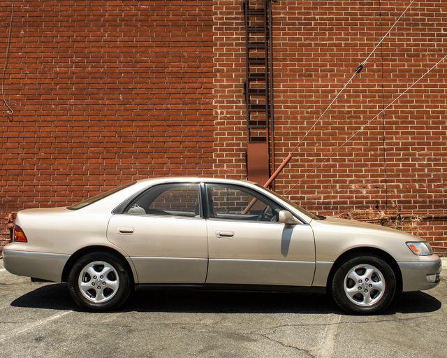 1998 Lexus ES 300 Luxury Sport Sdn Burbank, CA 3
