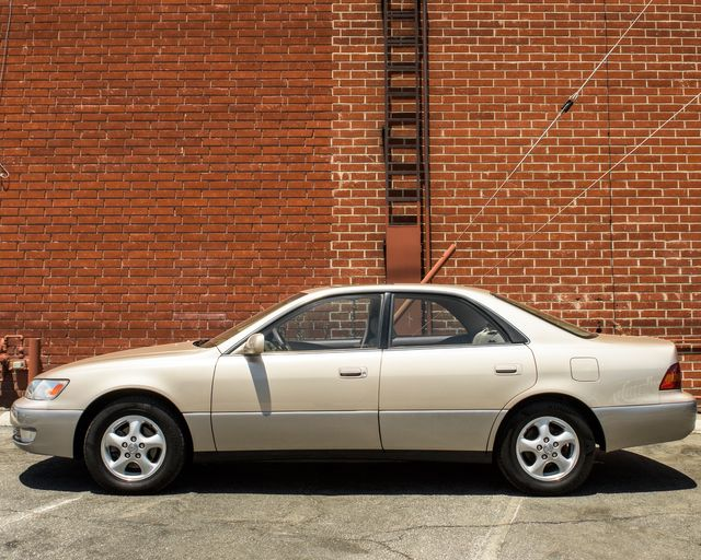 1998 Lexus ES 300 Luxury Sport Sdn Burbank, CA 4