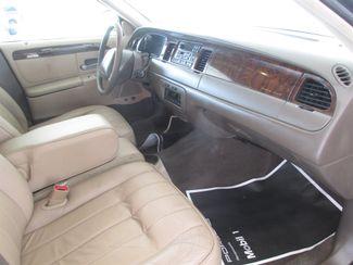 1998 Lincoln Town Car Executive Gardena, California 7