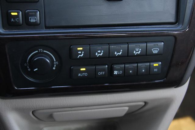 1998 Toyota Avalon XLS Santa Clarita, CA 19