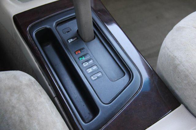 1998 Toyota Avalon XLS Santa Clarita, CA 21